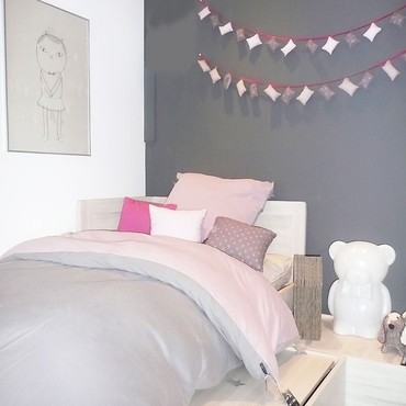 un chambre rose et gris la cerise sur la d c. Black Bedroom Furniture Sets. Home Design Ideas