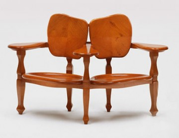 Antonio gaudi r dition de mobilier la cerise sur la d c for Reedition meuble design